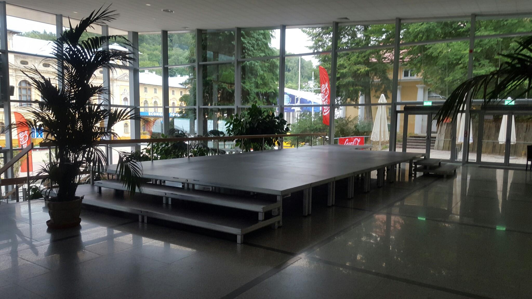 podesty sceniczne konferencje
