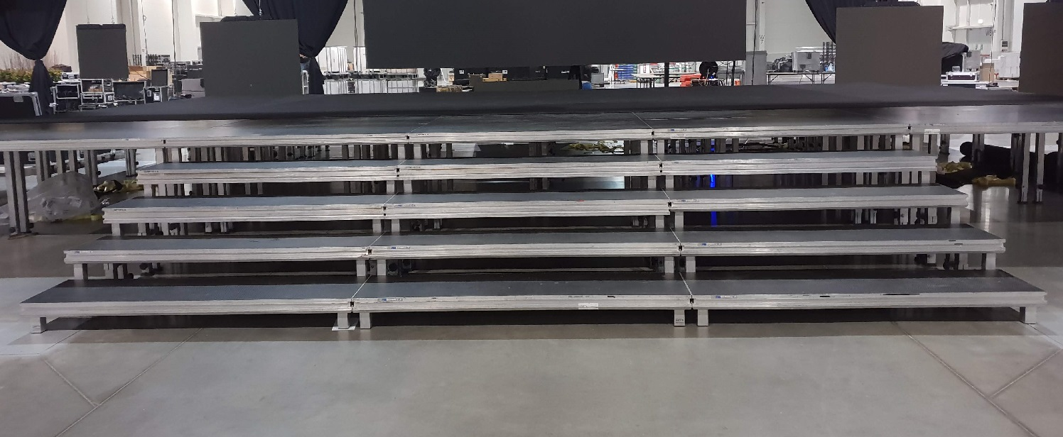 schody-z-modulowych-podestow-scenicznych