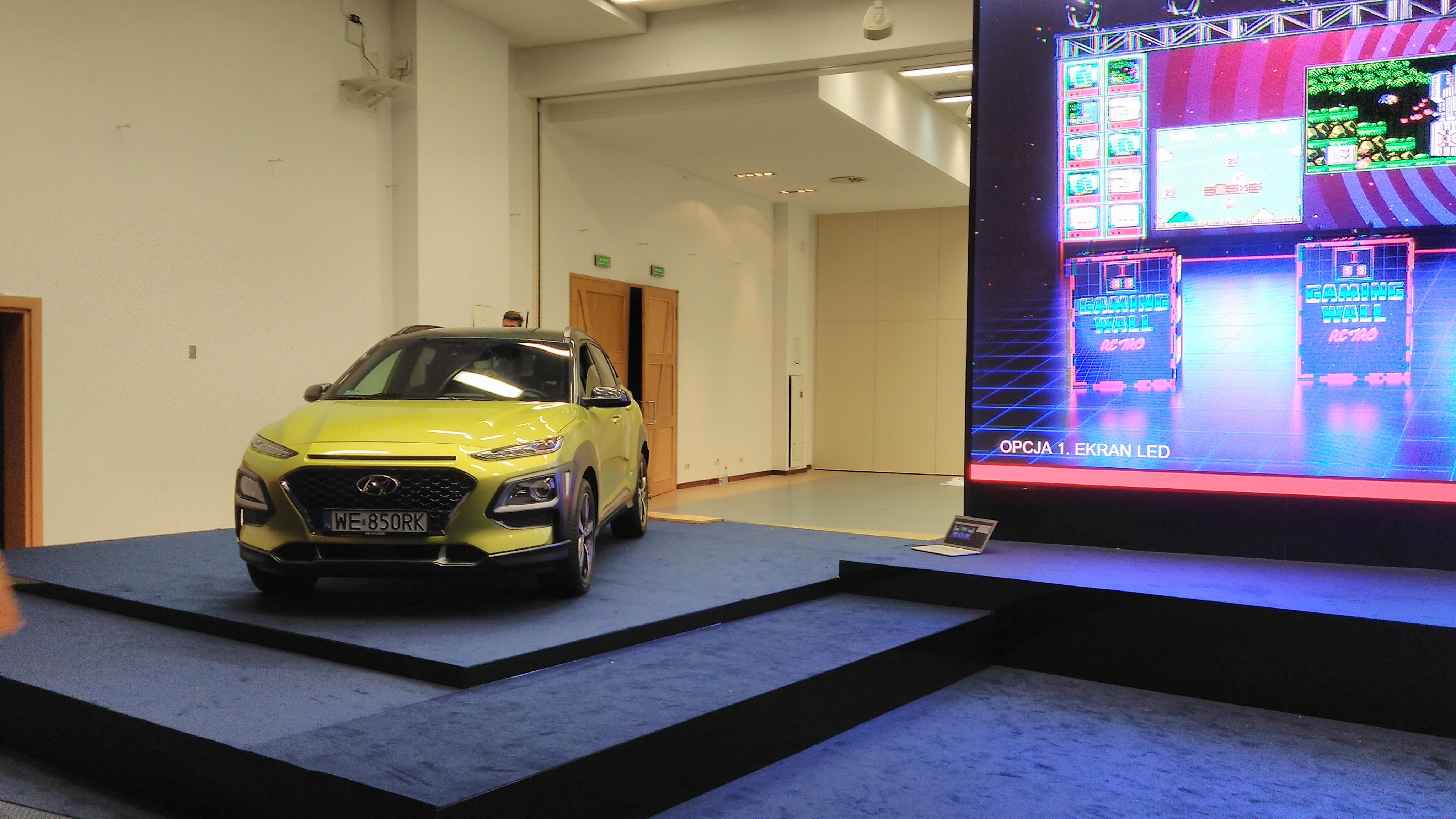 ekspozycja samochodu na scenie